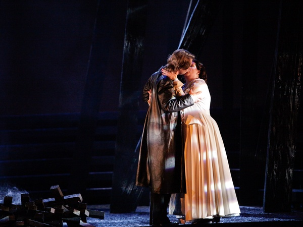 News_Houston Grand Opera_Don Carlos_April 2012_Brandon Jovanovich_Elizabeth de Valois_Tamara Wilson