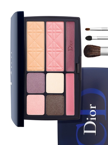 News_Kendall_Nordstrom_Dior_makeup_Blue Palette_eyeshadow
