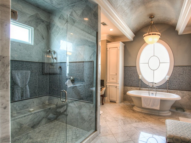 Boulevard Realty 745 Oxford master bath