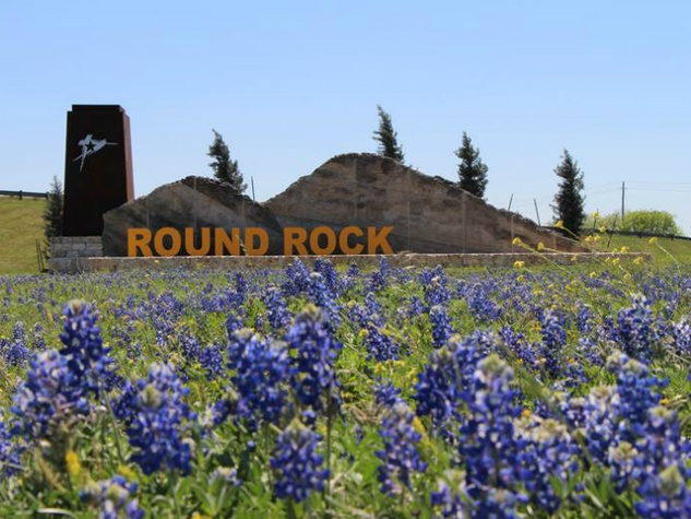 City of Round Rock_sign_bluebonnets
