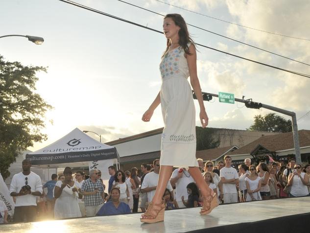 003_White Linen Night, August 2012, model, fashion show