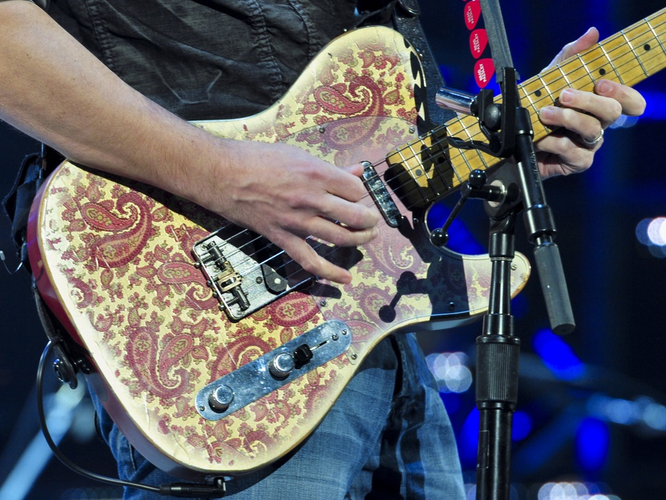 Brad Paisley RodeoHouston rodeo concert guitar March 2014