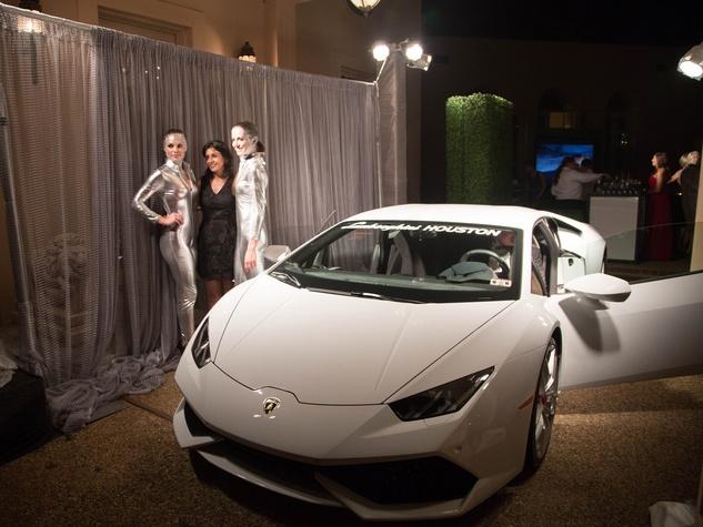 8 IndiGo girls with Huracán at the Lamborghini party September 2014