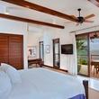 Las Verandas in Roatan, bedroom