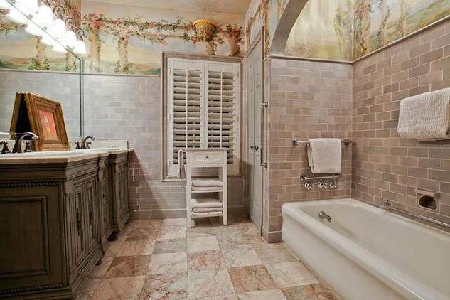 Master bath of 4420 Rawlins Ave. in Dallas