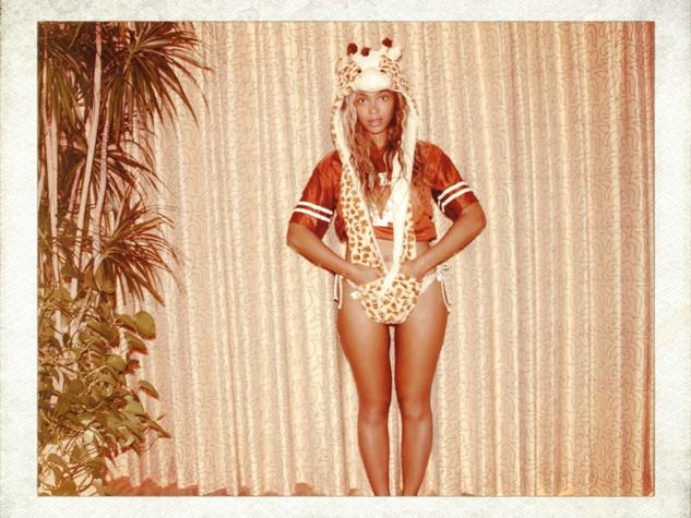 Beyonce bikini giraffe