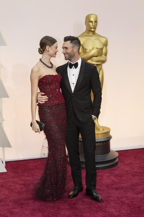 Adam Levine and wife at Oscars on red carpet
