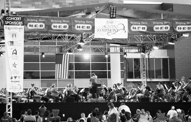 Austin Symphony Orchestra performing patriotic tunes