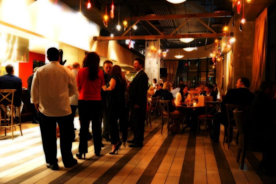 Trenza interior with crowd