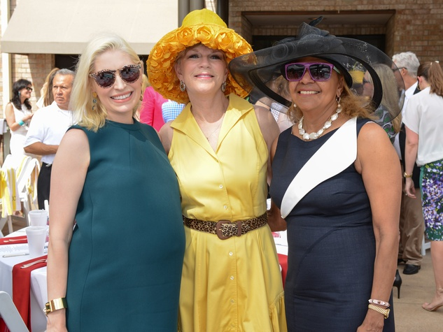 19 Isabel David, from left, Linda Transier and Yvonne Cormier at the River Oaks Tennis Tournament luncheon April 2015