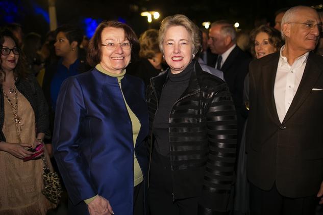 17 Kathy Hubbard, left, and Mayor Annise Parker at the Buffalo Bayou Ball November 2014