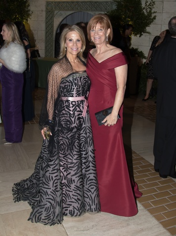 Anne Reeder (Carolina Herrera), Beth Thoele (Patty Flowers)