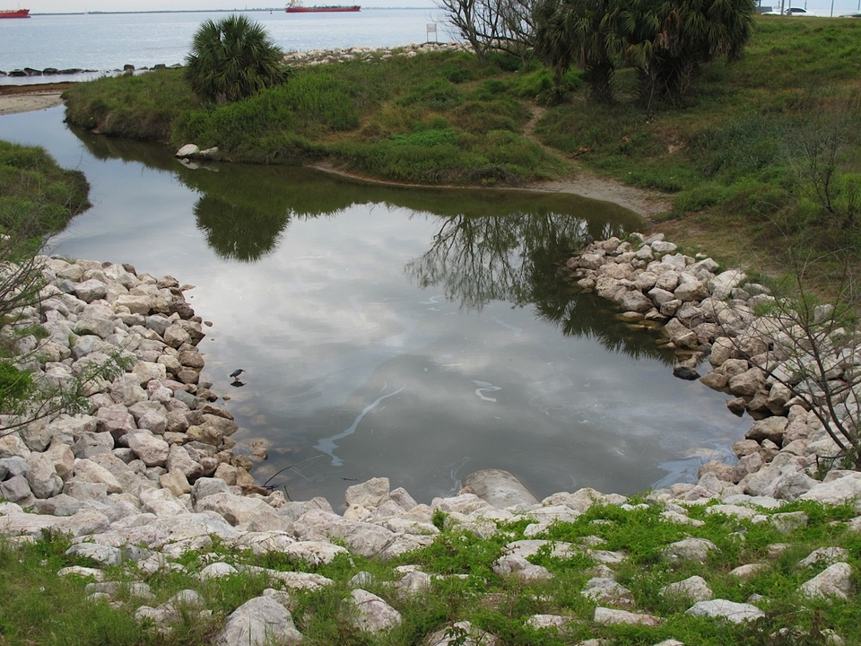 16 Katie Oxford Galveston oil spill Part 4 May 2014 The big picture behind the blockade - west end of Galveston - Galveston Bay beyond.