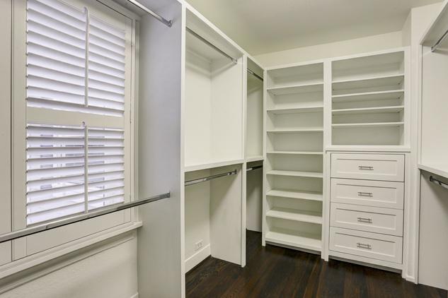 5902 Lake closet