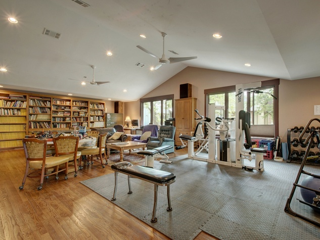 Austin home for sale 607 East 49th Hyde Park garage living area