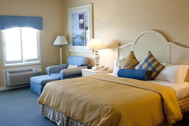 Kemah Boardwalk Inn room