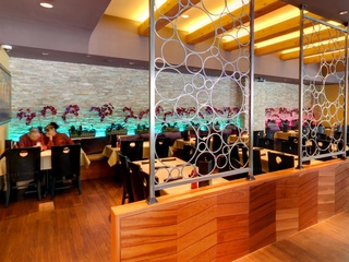 News_Gloria's Restaurant_Dallas_Lemmon Avenue_dining room