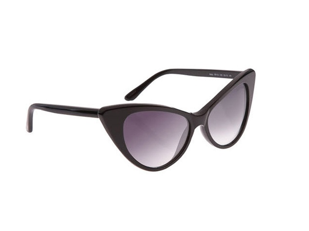 News_Lindley_beach story_April 2012_Tom Ford nikits_sunglasses