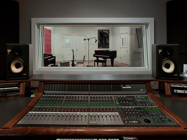 16219 Flintrock Rd Austin music studio