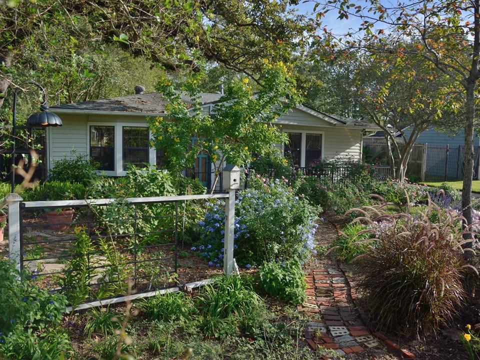 Garden Oaks Home & Garden Tour April 2014 GARDEN 928 La Monte front yard