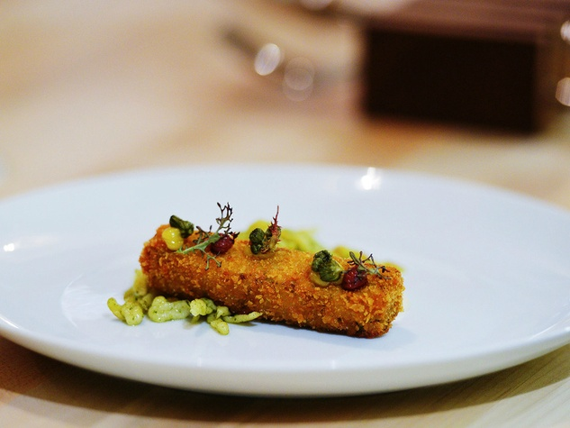 Counter 3.FIVE.VII Austin restaurant counter dish plate