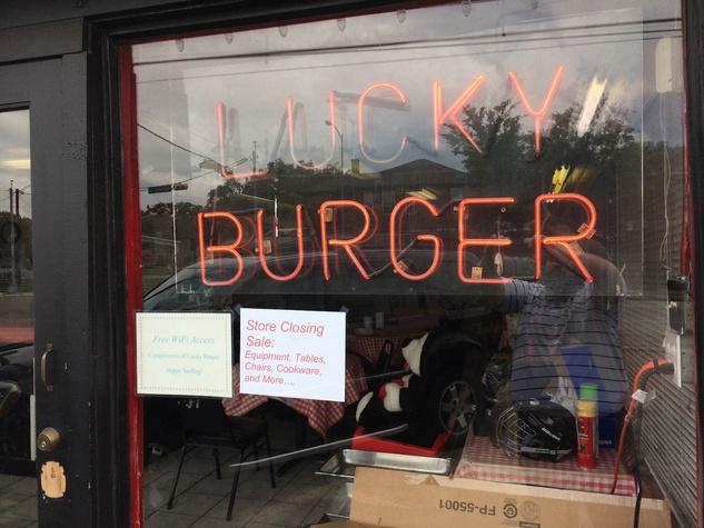 Lucky Burger closing sign