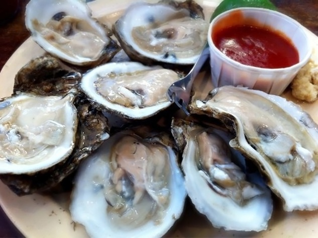 Captain Tom's Seafood & Oyster Bar half-dozen raw oysters