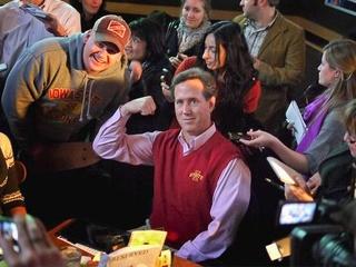 News_Rick Santorum_sweater vest