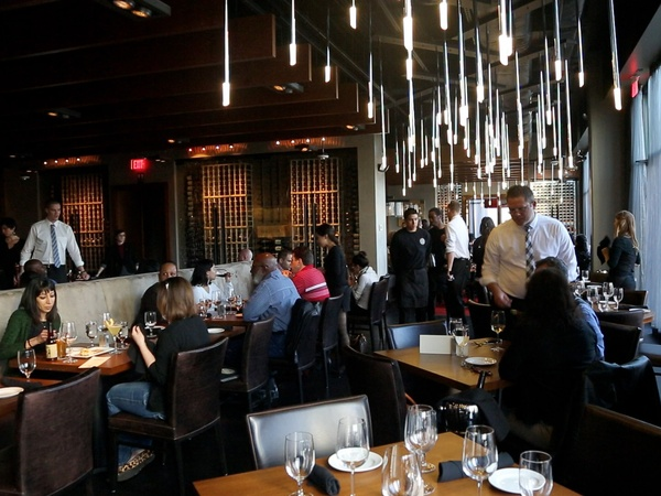Bottom&#39;s Up, Del Frisco&#39;s Grille, March 2013, interior, crowd