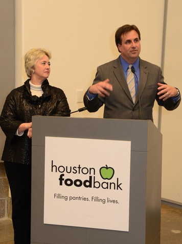12 Mayor Annise Parker and Brian Greene at the mayoral inauguration reception at the Houston Food Bank January 2014.