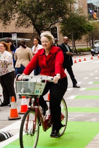 28 Downtown Bicycle Park Connector two-way bike track March 2015 Mayor Annise Parker