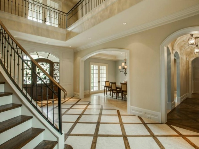 Foyer at 4436 Brookview in Dallas