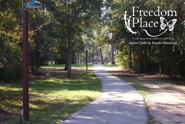 Houston, Freedom Place, January 2016, Walking path lake