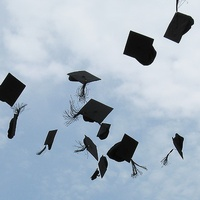 News_graduation_graduation caps_cap toss