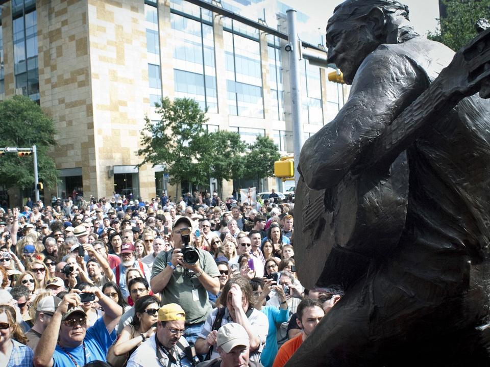 Austin Photo Set: News_jon_willie nelson statue unveiling_april 2012_17