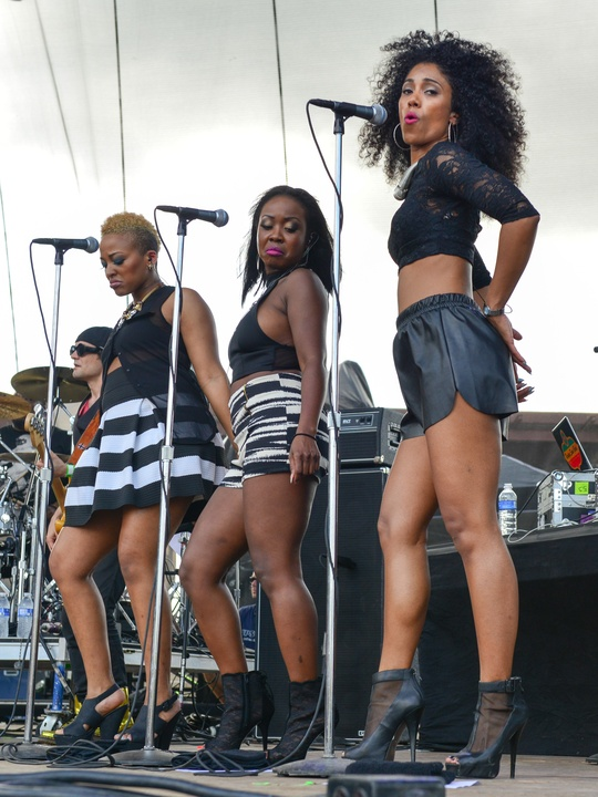 9 Free Press Summer Fest fashion June 2014 Lauren Hill's backup singers