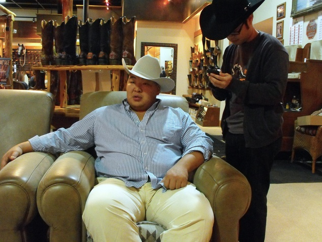 News_Sumo wrestler_Pinto Ranch