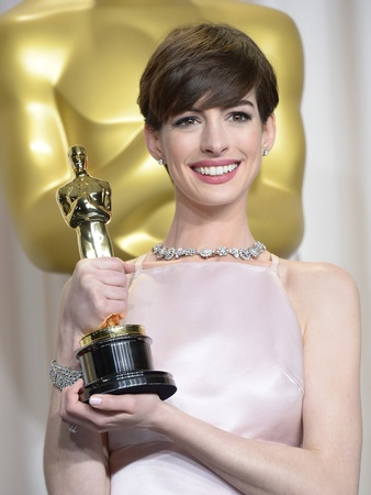 Anne Hathaway, Tiffany & Co., diamond necklace
