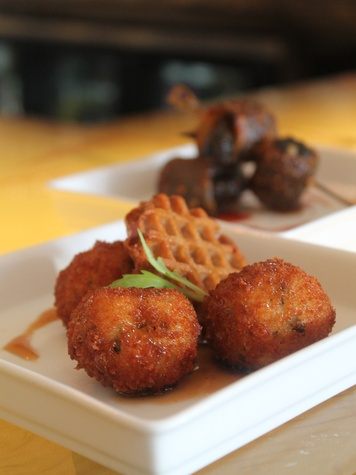Marcy, happy hour deals, December 2012, Triniti Bar Bites, fried chicken meatballs, waffle