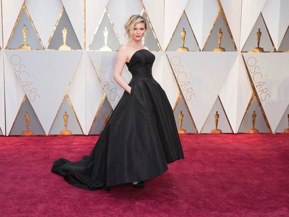 Kirsten Dunst in Dior at Oscars 2017