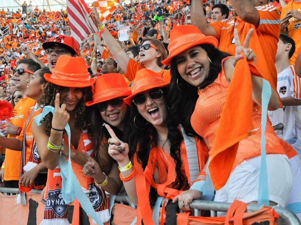 Dynamo fans KC