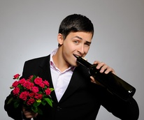 News_man_flowers_wine