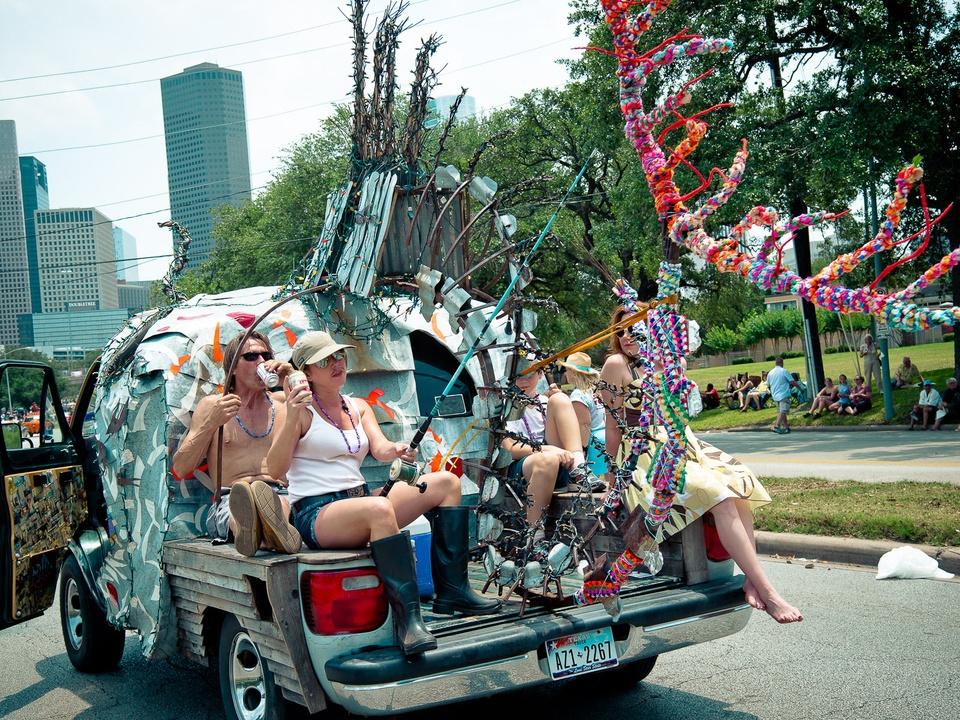 News_019_Art Car Parade