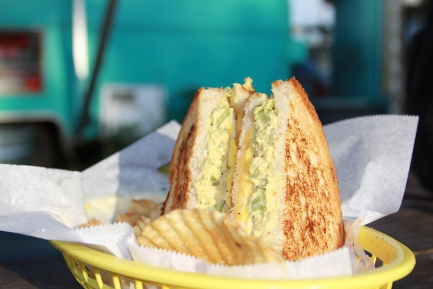 Austin Photo Set: News_Tiffany Harelik_trailers who source locally_September 2011_egg sandwich