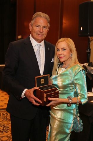 17 2167 Charles Ward and Carolyn Farb at Blue Cure March 2015