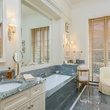 10000 Hollow Way guest house bathroom