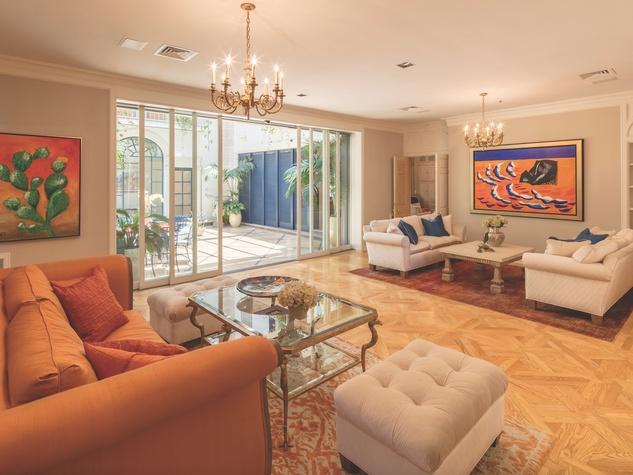 Cordua 3 Saddlewood Estatese living room