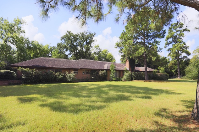 2 On the Market mid-mod ranch-style house in Brookshire 6th and Purdy streets September 2014