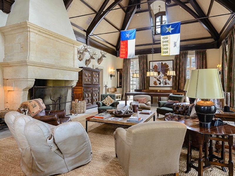 10000 Hollow Way rec complex living room