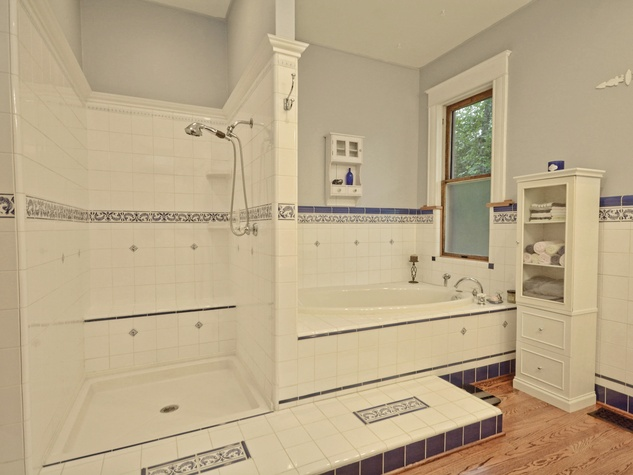 Austin home house 2416 S 2nd Street 78704 bathroom